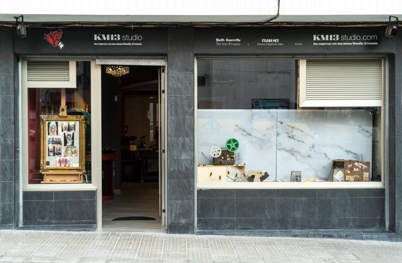 km13_studio-entrada-calle