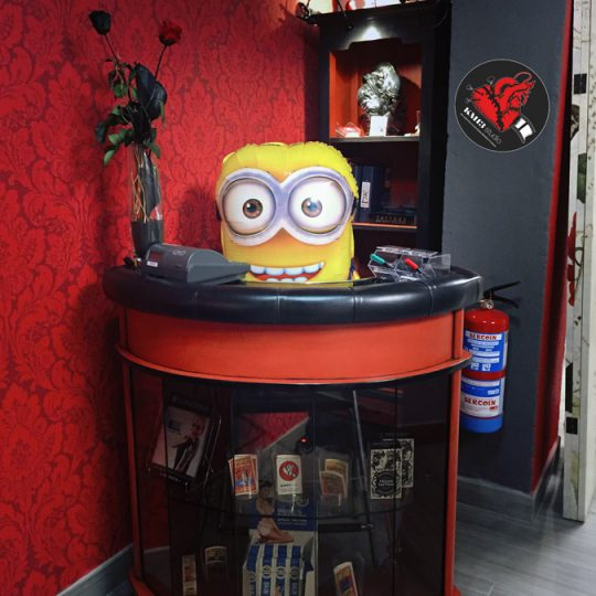 KM13 Studio - Ruth Cuervilu Tattoo - Minion Recepcion