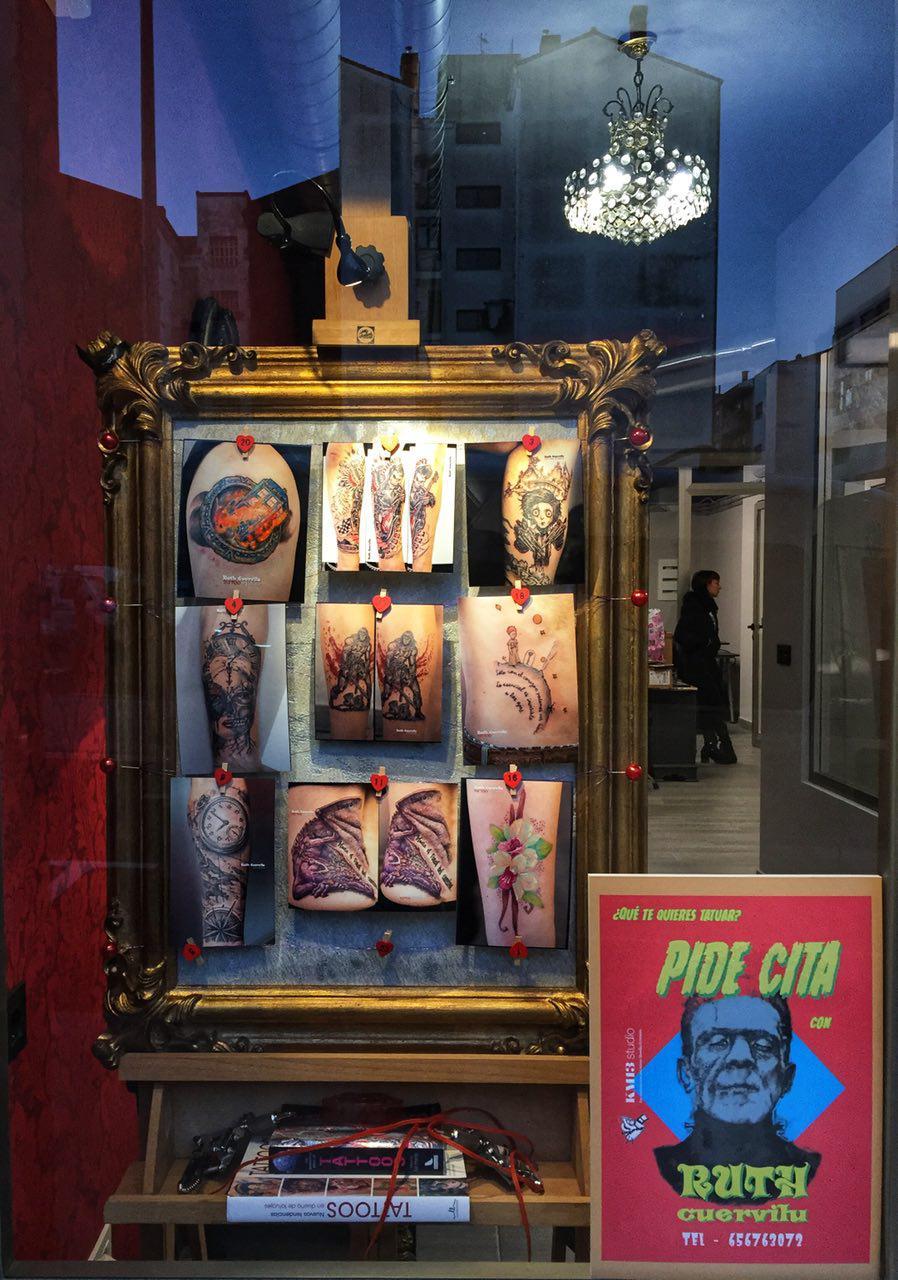 Nuevas fotos de tatuajes en el escaparate de Ruth Cuervilu