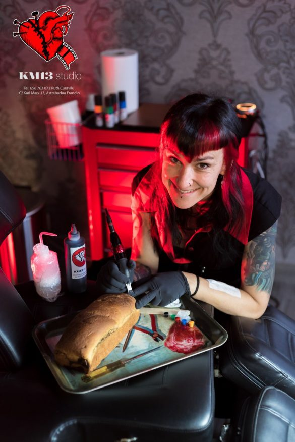 Ruth Cuervilu Tattoo - KM13 Studio - 1 aniversario bizcocho