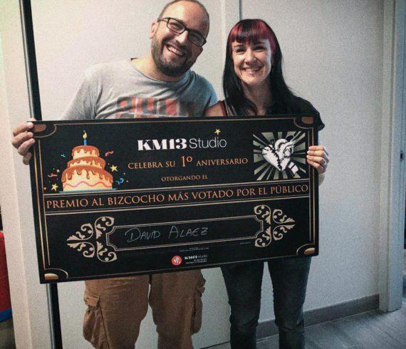 km13 studio - ruth cuervilu tattoo - entrega premio mejor bizcocho - aniversario estudio de tatuajes