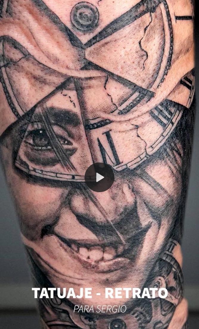 Tatuaje retrato y relojes. Con mucho amor.
