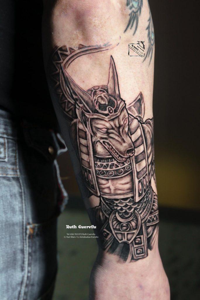 Tatuaje Anubis en Brazo sesion 1 - Ruth Cuervilu Tattoo - KM13 Studio - Estudio de tatuajes en Astrabudua Erandio Getxo Leioa Bilbao Bizkaia