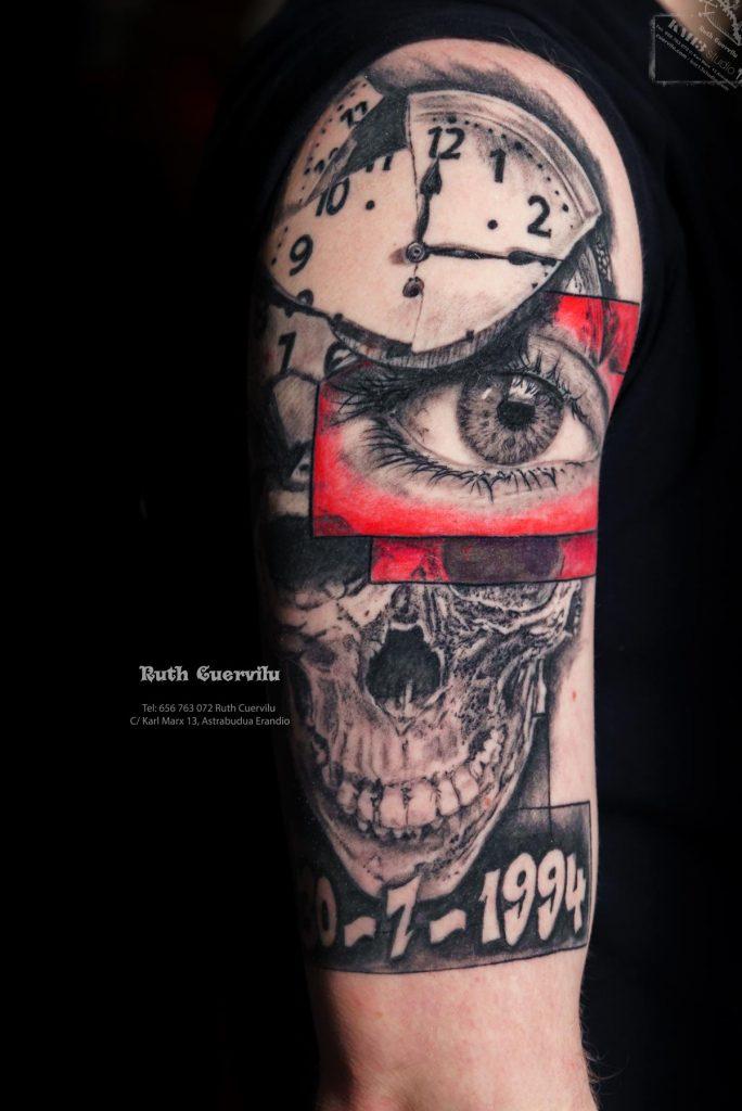 Tatuaje Manga Realismo Ojo, Calavera reloj roto CURADO - Ruth Cuervilu Tattoo - KM13 Studio - Estudio de tatuajes en Astrabudua Erandio Getxo, Leioa Bilbao Bizkaia Basauri barakaldo portugalete artaza