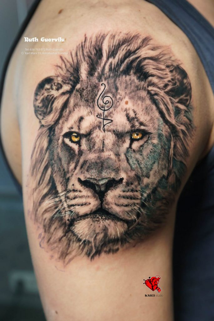 Tatuaje Leon realismo Akuna Matata - Ruth Cuervilu Tattoo - KM13 Studio - estudio de tatuajes erandio astrabudua bilbao bizkaia