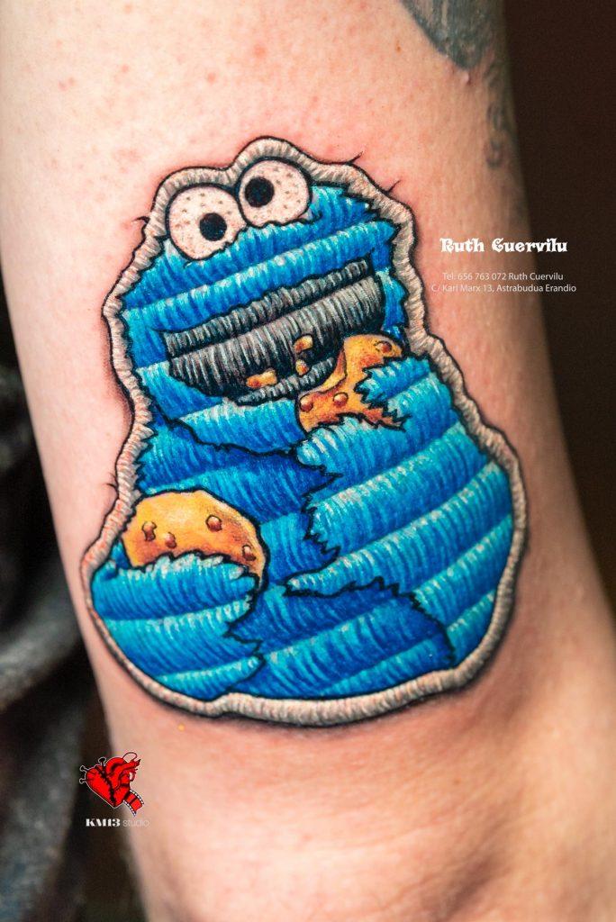 Tatuaje Triki Monstruo de las galletas parche cosido - Ruth Cuervilu Tattoo - KM13 Studio - Estudio de tatuajes en Astrabudua Erandio Getxo, Leioa Bilbao Bizkaia Basauri barakaldo portugalete artaza